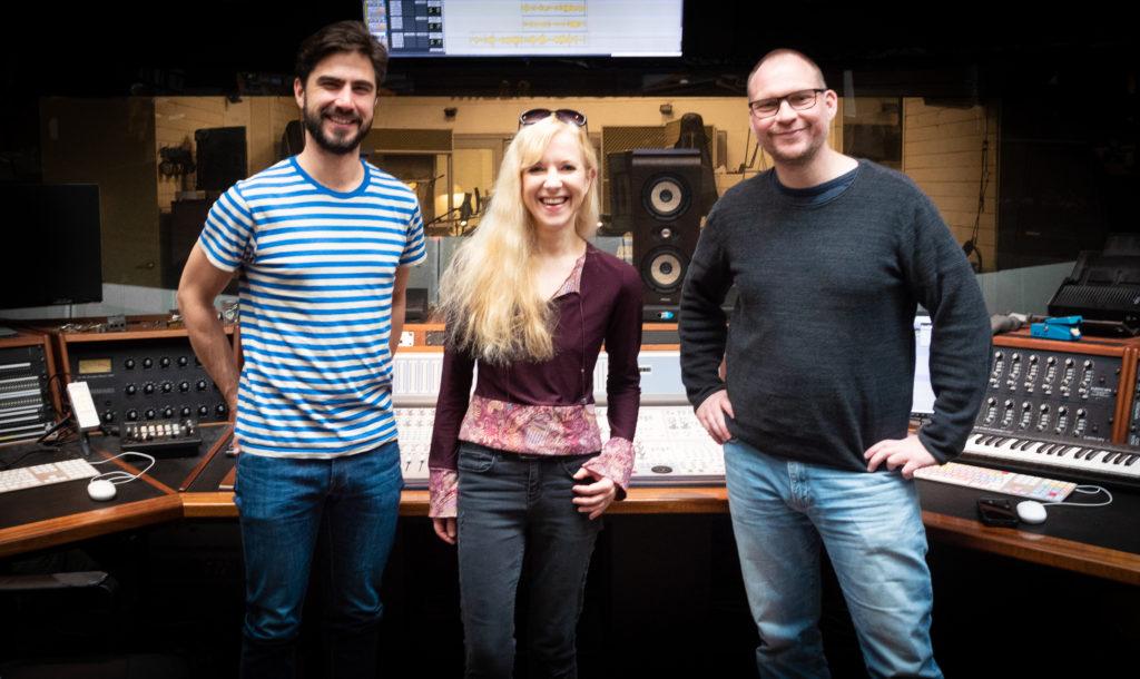 Henrik Holst, drummer, Sarah Elgeti_saxophone, Boe Henrik_mastering